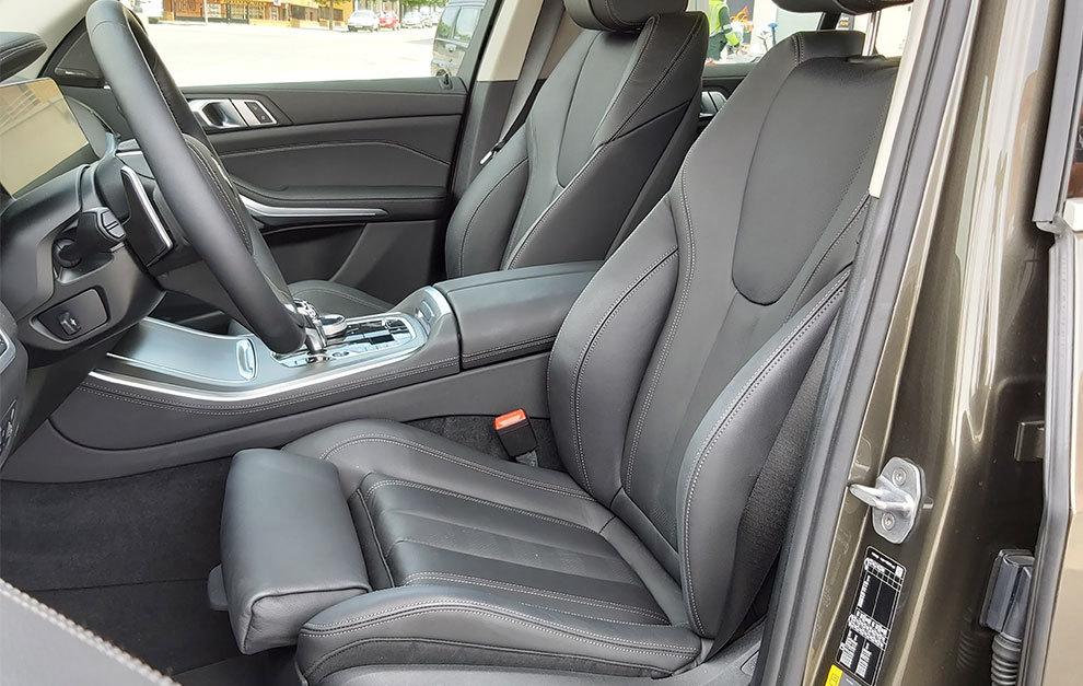 Los asientos permiten variar la sujeción lateral.