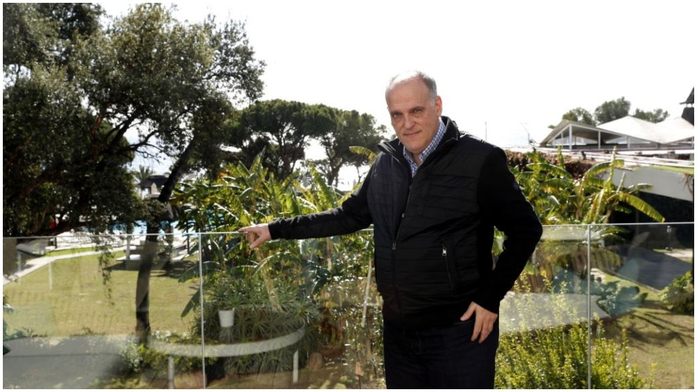 El presidente de LaLiga, Javier Tebas, posando para MARCA.
