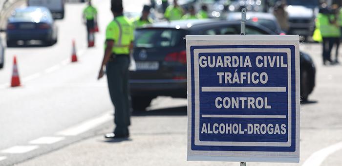 Un control de alcohol y drogas de la Guardia Civil.