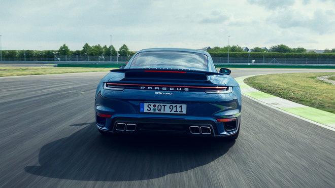El 911 Turbo alcanza ahora los 1,90 metros de anchura en su zaga.