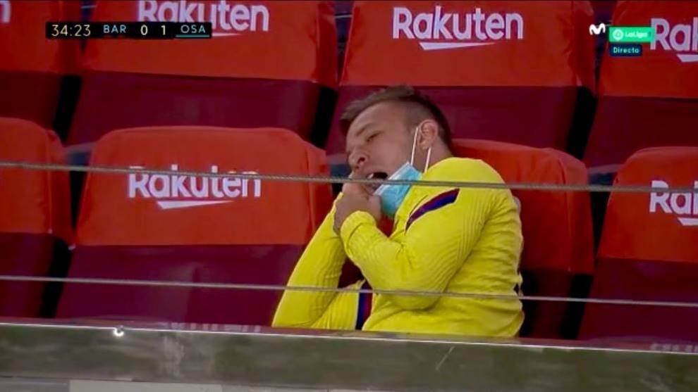 El polémico gesto de Arthur en la grada...mientras el Barcelona se jugaba LaLiga