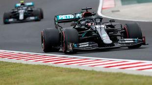 Lewis Hamilton y Valtteri Bottas, primero y segundo en los Libres 1 de...