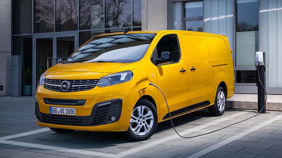 Está disponible con autonomías de 230 y 330 kilómetros.