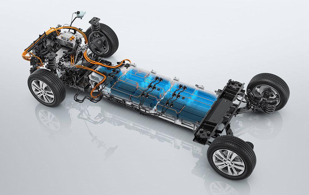 La ubicación de las baterías bajo el plano de carga contribuye a rebajar el centro de gravedad.