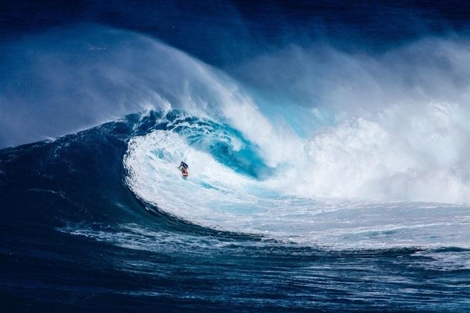 Tablas, kayaks, balsas, neoprenos... Equípate para surfear y navegar