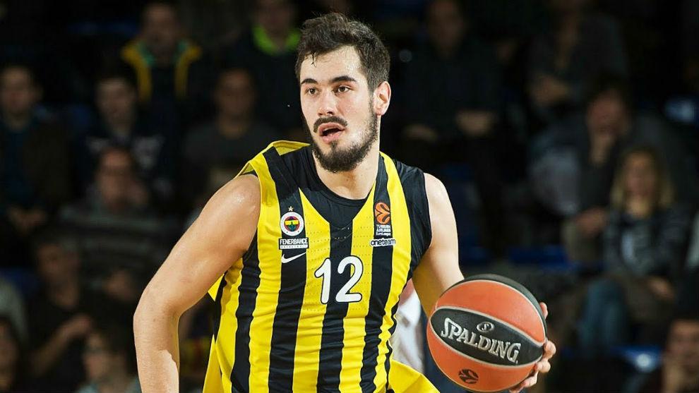 Kalinic, en un partido con el Fenerbahçe