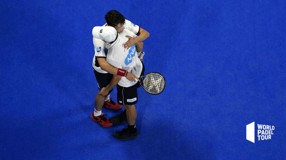 Belasteguín y Tapia se funden en un abrazo
