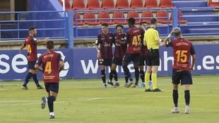 Los jugadores del Extremadura celebran uno de los dos tantos logrados...
