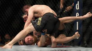 Khabib Nurmagomedov en su pelea frente a Conor McGregor en octubre de...