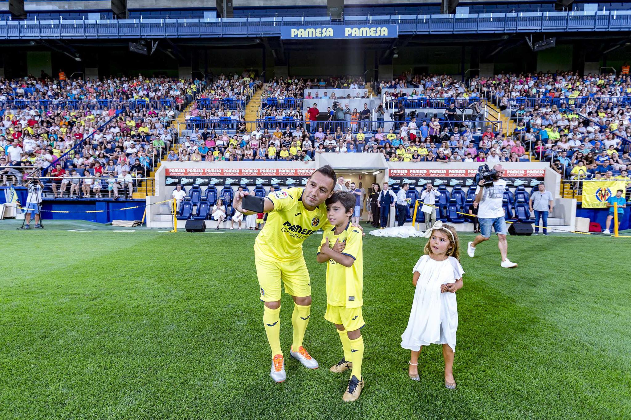 Presentación de Santi Cazorla con el Villarreal