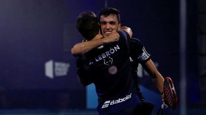 Alejandro Galán y Juan Lebrón celebran la victoria