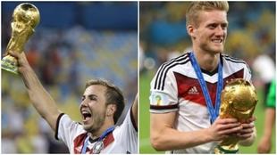 Mario Götze y André Schürrle con la Copa del Mundo