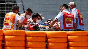 Marc Márquez, con fractura del húmero derecho tras aparatosa caída...