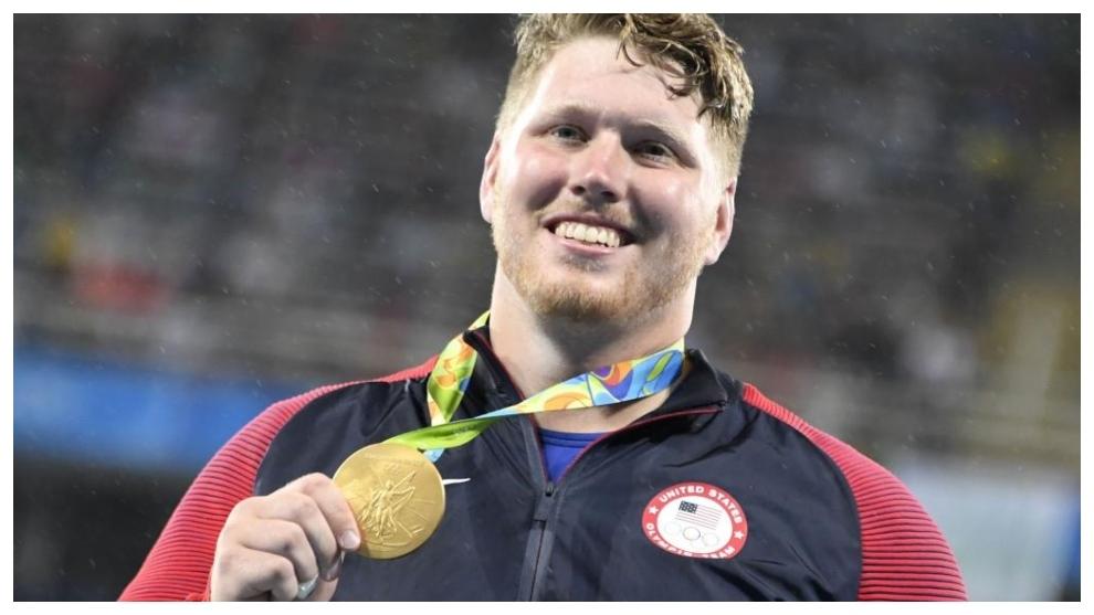 Randy Crouser, con la medalla de oro olímpica en Río.