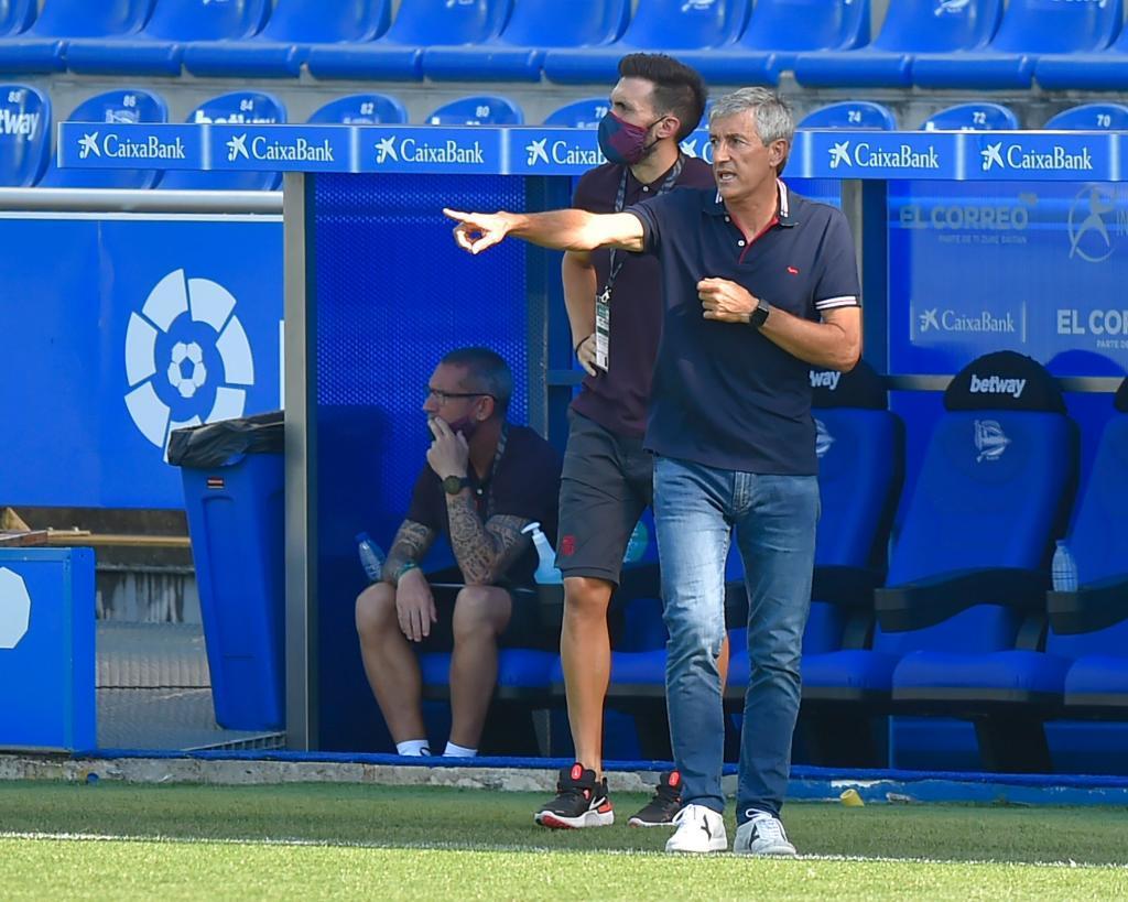 Quique Setién dando instrucciones en el encuentro frente al Deportivo Alavés de la temporada 2019-20