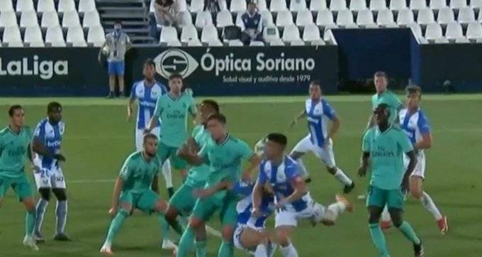 """""""Incomprensible que no haya pitado penalti por mano de Jovic"""""""