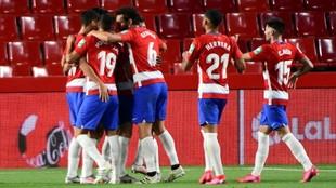 Los jugadores del Granada celebran un gol frente al Athletic Club.