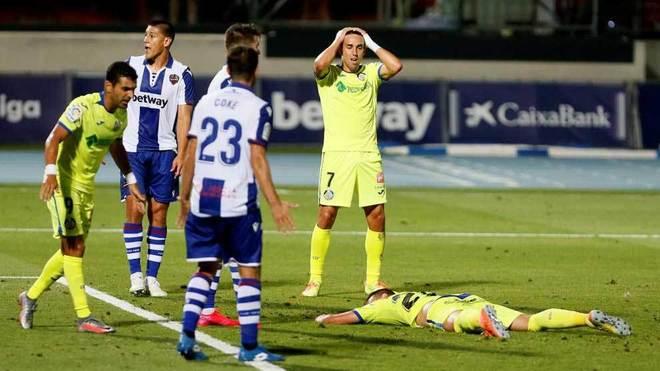 Mata se lamenta tras fallar el penalti.