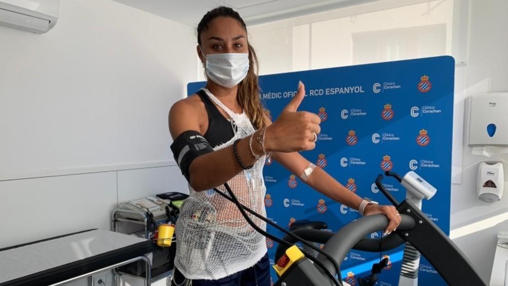 Las jugadoras del Espanyol pasan revisión médica.