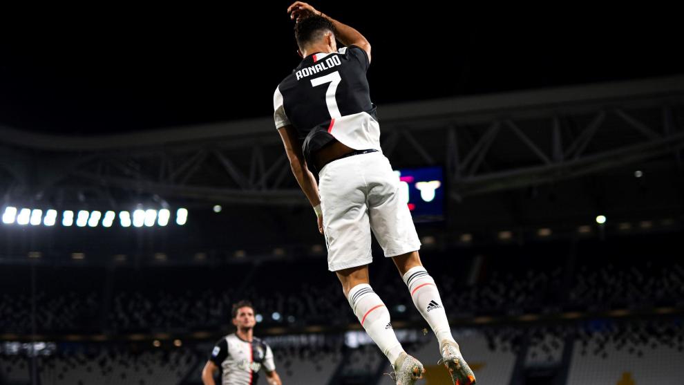 Cristiano Ronaldo celebra uno de sus dos goles a la Lazio