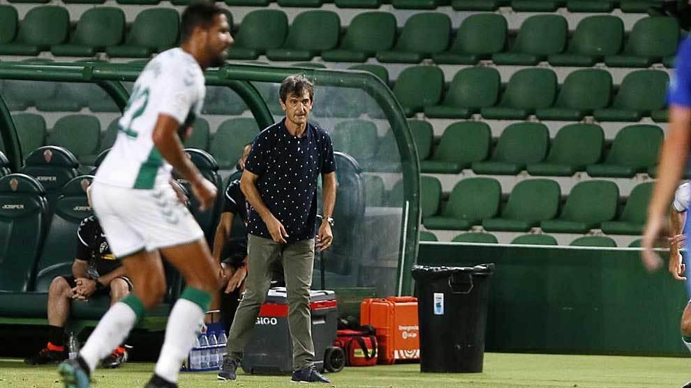 Pacheta, durante el partido del Elche frente al Oviedo