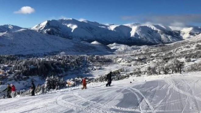 Cerro Catedral posee gran cantidad de nieve