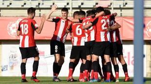 El Bilbao Athletic celebra su gol contra el Badajoz