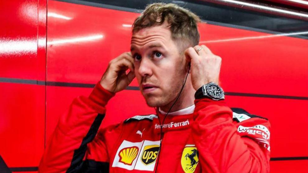 Sebastian Vettel en el box de Ferrari.