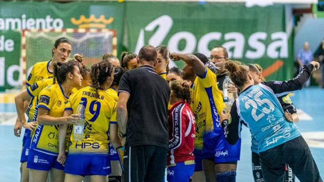 Las jugadoras del Remudas se conjuran antes de un partido /