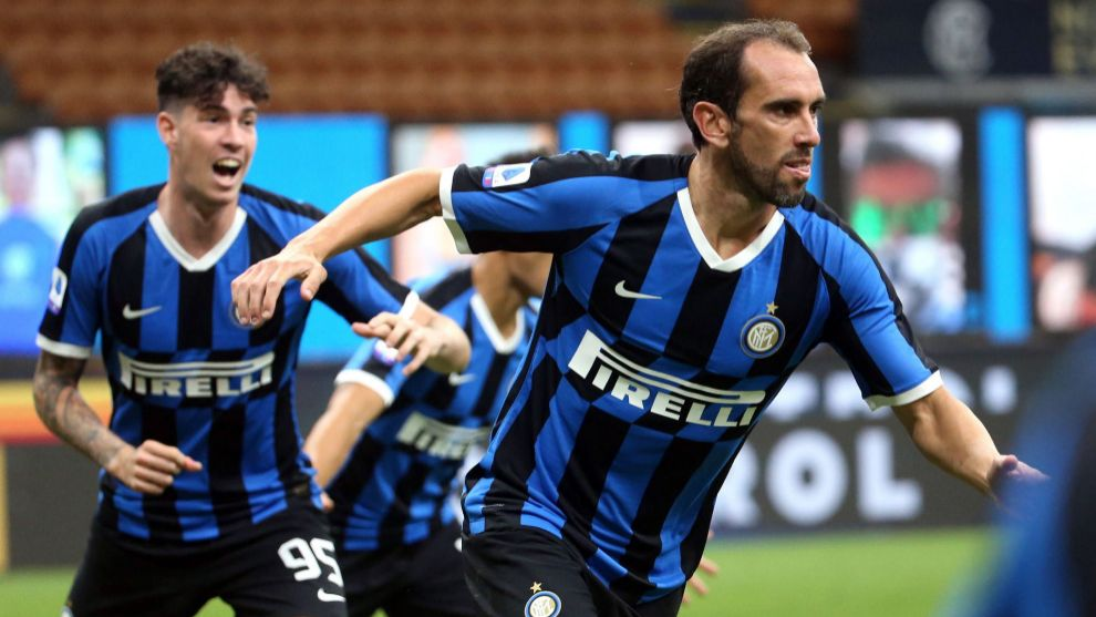 Milan (Italy), 13/07/2020.- Inter Milans Diego lt;HIT gt;Godin lt;/HIT gt; (R) celebrates after scoring the 2-1 goal during the Italian Serie A soccer match between Inter Milan and Torino FC at Giuseppe Meazza stadium in Milan, Italy, 13 July 2020. (Italia) EFE/EPA/MATTEO BAZZI