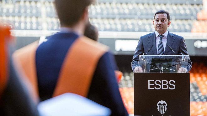 Murthy en su alocución en la clausura del MBA del Valencia y Derecho...