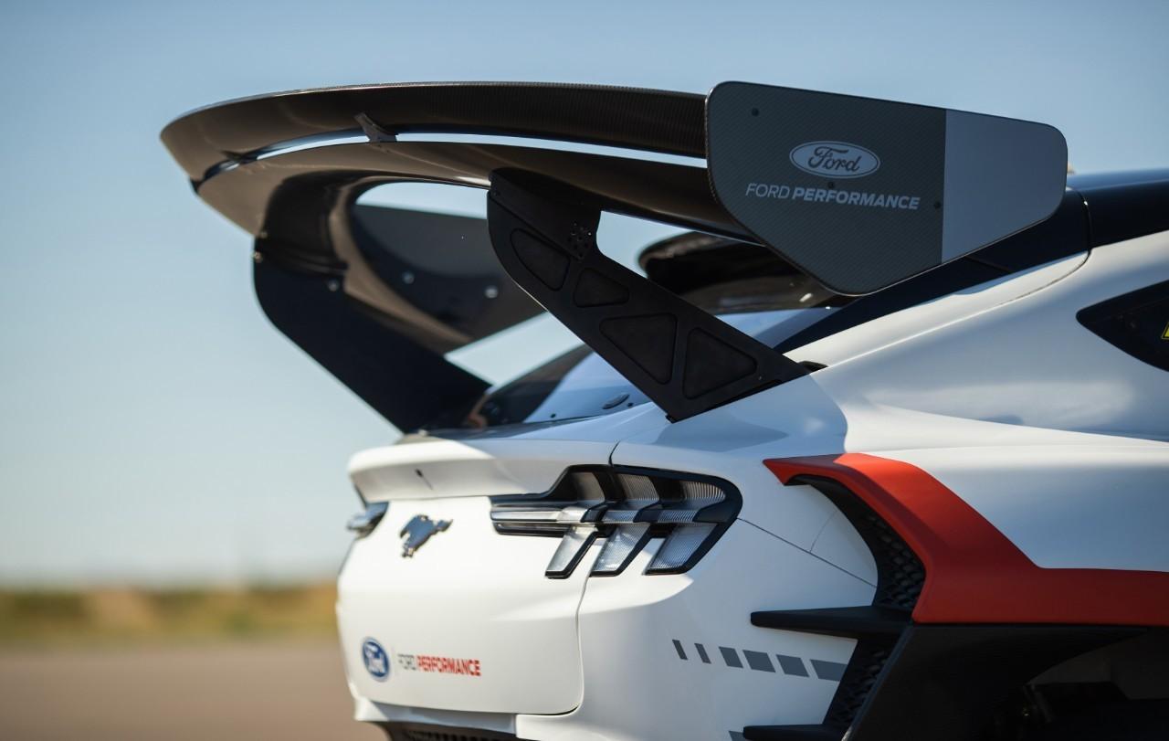 A 257 km/h, la aerodinámica genera 1.000 kg de peso.