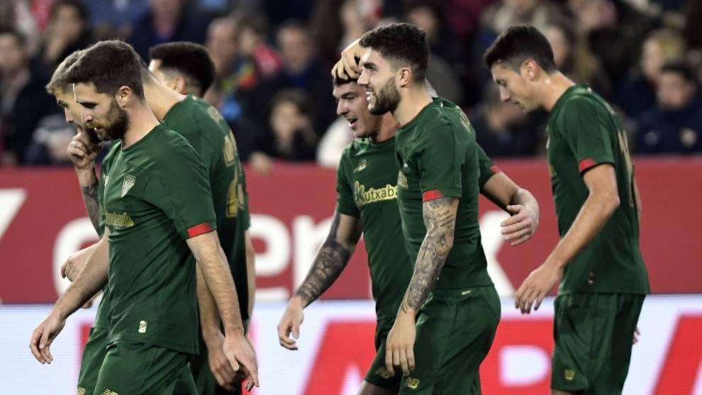 El Athletic celebra un gol en Sevilla