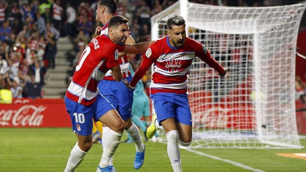 Vadillo celebra un gol conseguido en Los Cármenes