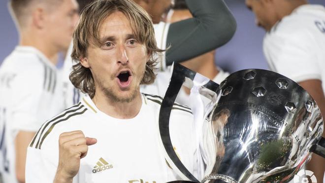 Modric celebra el título de Liga.