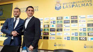Toni Otero junto a Manolo Jiménez el día de su presentación