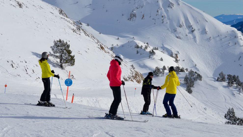 Unos esquiadores en Baqueira Beret.