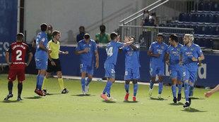 Jugadores del Fuenlabrada celebran un gol ante el Mirandés