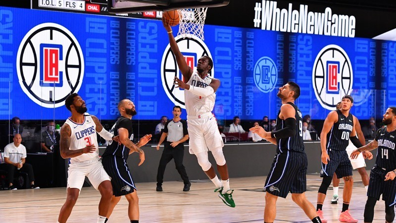 Una imagen del duelo entre Clippers y Magic que inauguró la...