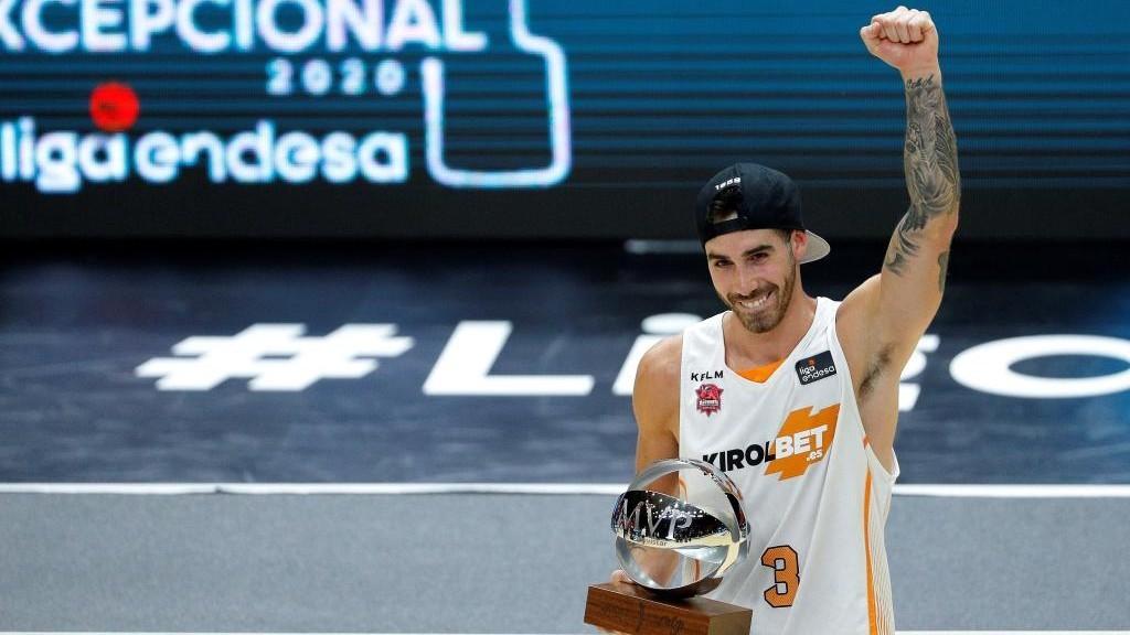 Luca Vildoza, con el trofeo de MVP de la Fase Final Excepcional de la...