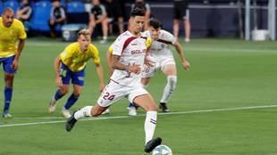 Maikel Mesa lanzando un penalti con el Albacete