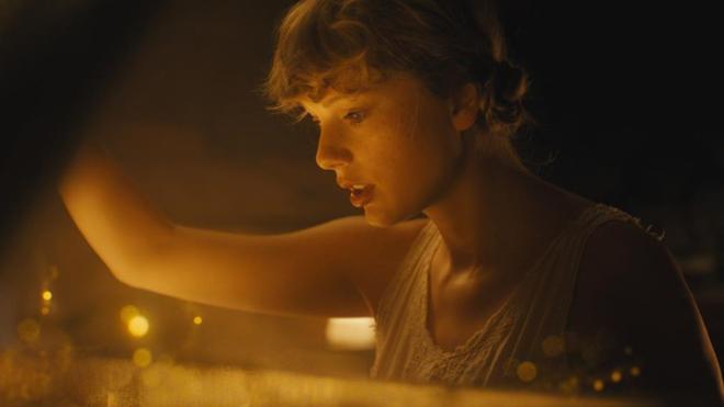 Taylor Swift en el video de uno de sus nuevos sencillos.