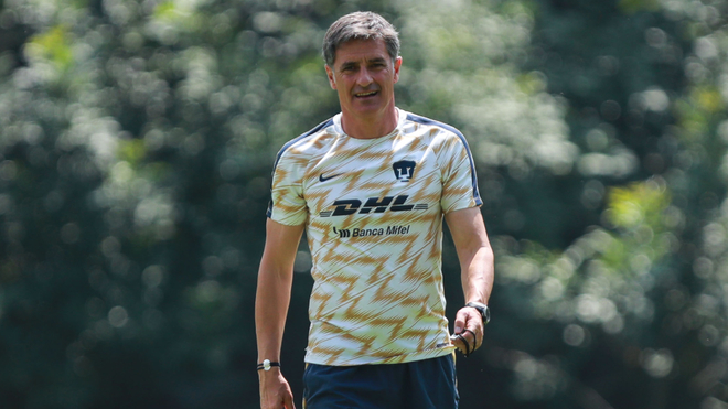 Míchel González renunció como entrenador de Pumas.