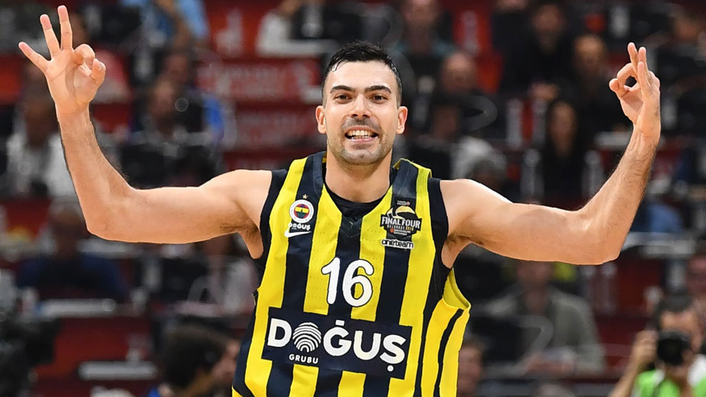 Kostas Sloukas celebra una canasta en la Final Four de Belgrado.