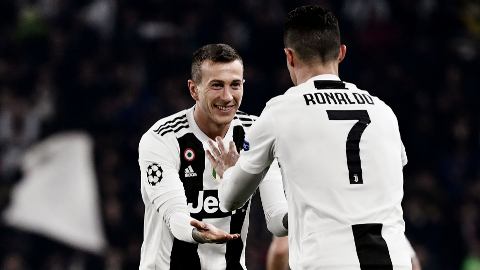 Juventus Portuguese forward Cristiano Ronaldo (R) celebrates with Juventus Italian forward Federico lt;HIT gt;Bernardeschi lt;/HIT gt; after scoring 2-0 during the UEFA Champions League round of 16 second-leg football match Juventus vs Atletico Madrid on March 12, 2019 at the Juventus stadium in Turin. (Photo by Marco BERTORELLO / AFP)