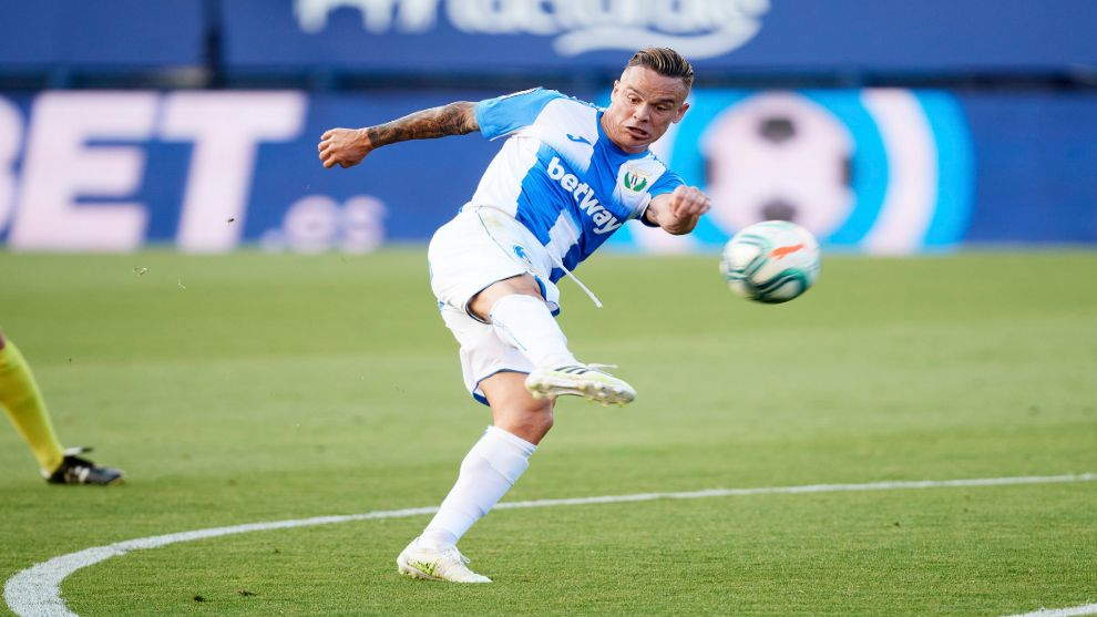 Real Valladolid and Cadiz interested in Roque Mesa