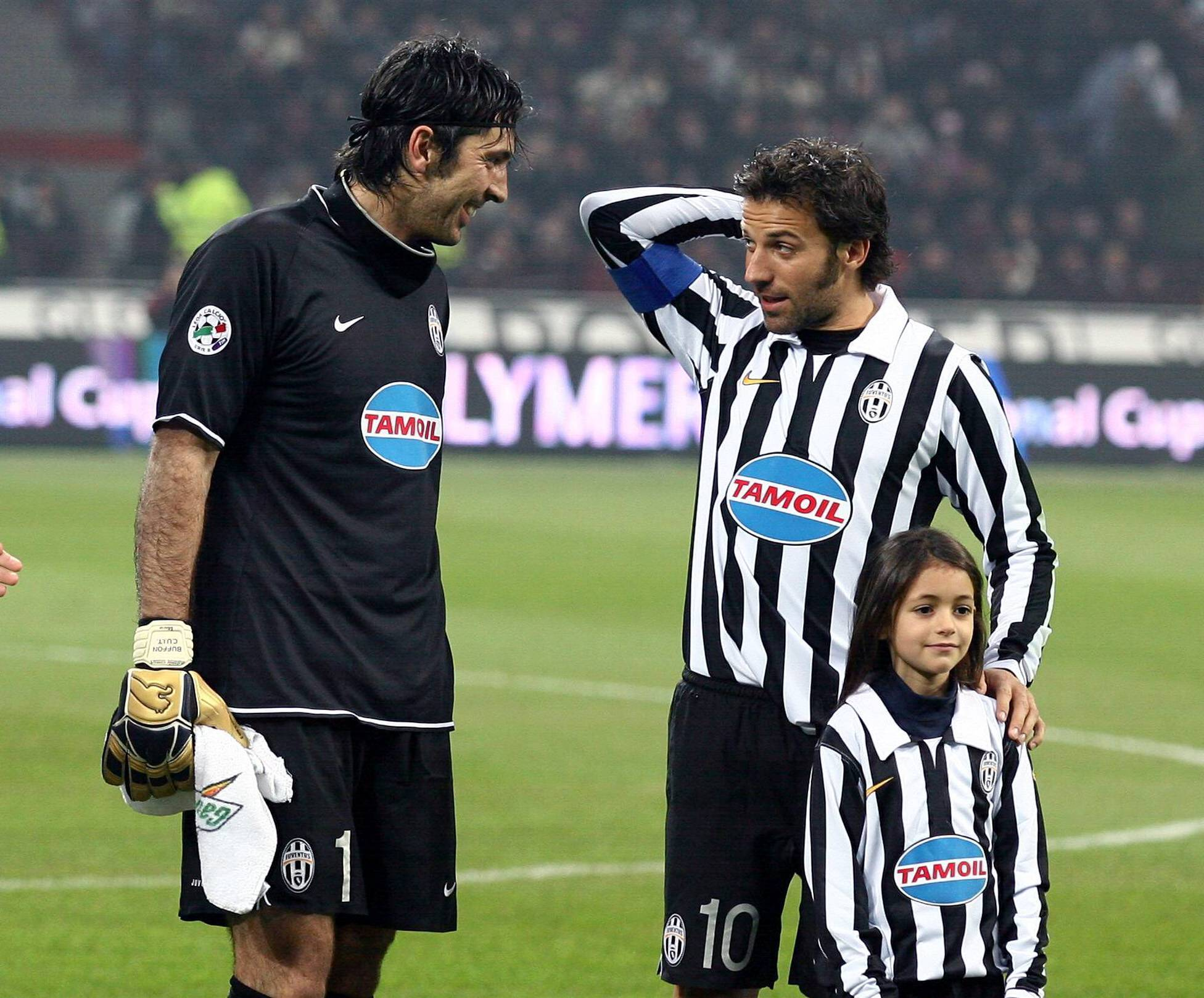Buffon y Del Piero fueron alguno de los jugadores que se quedaron tras el descenso de la Juve.