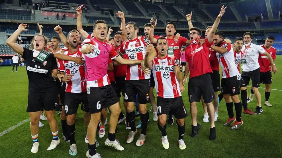 Los jugadores de la UD Logroñés celebran el ascenso a Segunda