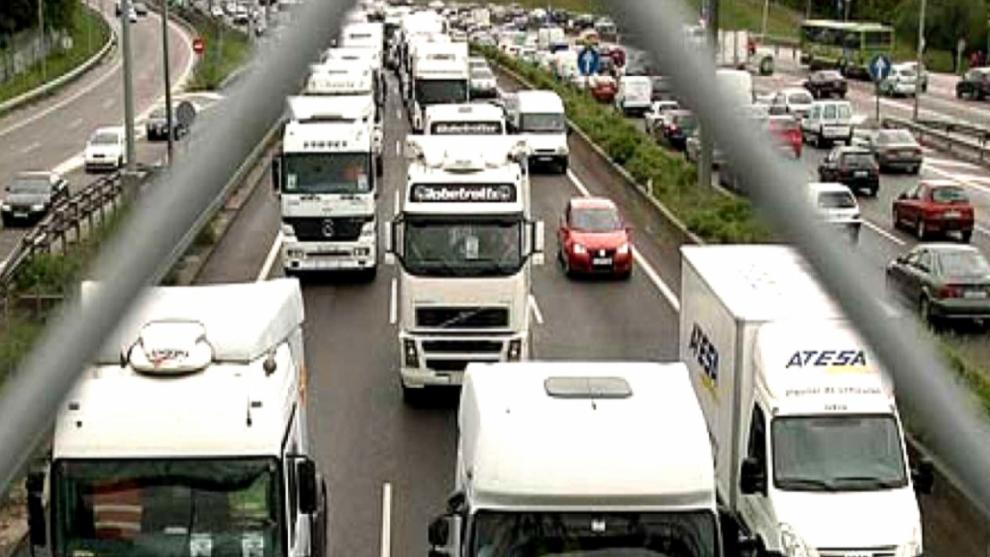 Camiones a las afueras de Barcelona
