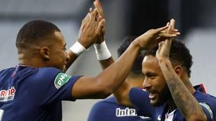 Neymar gana la Coupe pero el PSG tiembla por Mbappé